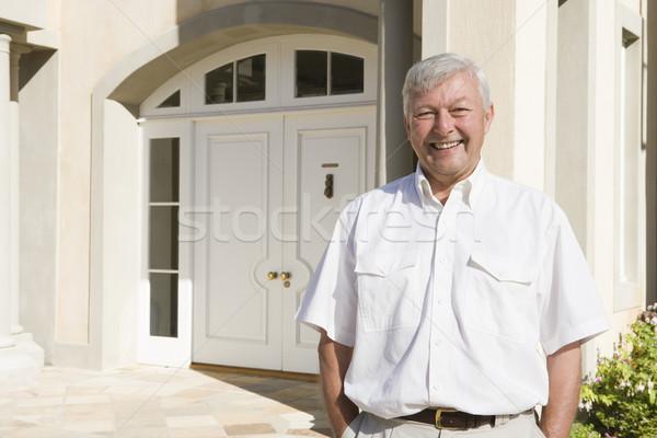 Stockfoto: Senior · man · permanente · buiten · huis · voordeur