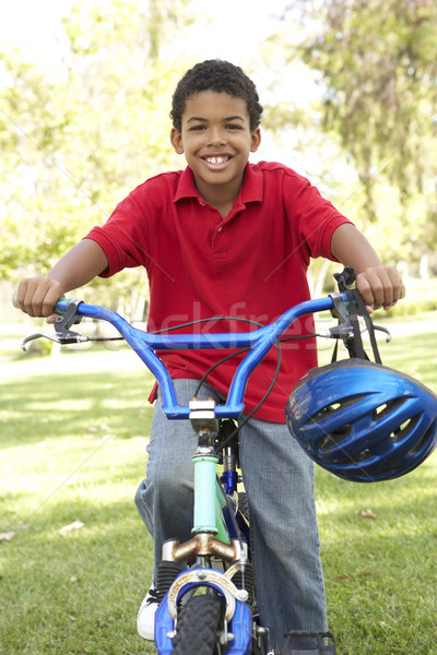 ストックフォト: 少年 · ライディング · 自転車 · 公園 · 肖像 · 自転車