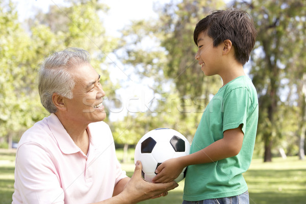 Foto stock: Avô · neto · parque · futebol · futebol · criança