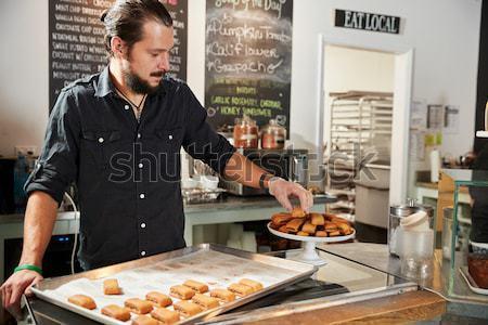 Moço alimentação refeição fogo casa homem Foto stock © monkey_business