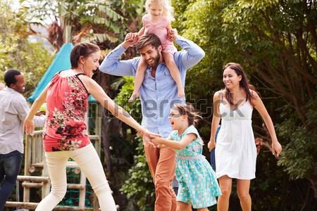 Familie mers pod femeie fată Imagine de stoc © monkey_business
