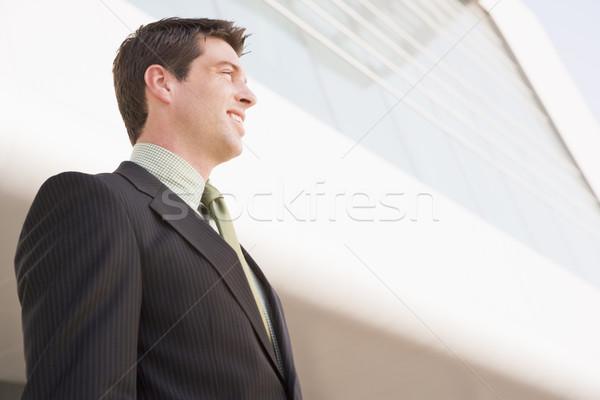 Stockfoto: Zakenman · permanente · buitenshuis · gebouw · glimlachend · business