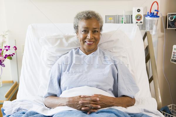 Senior mulher sessão cama de hospital médico saúde Foto stock © monkey_business