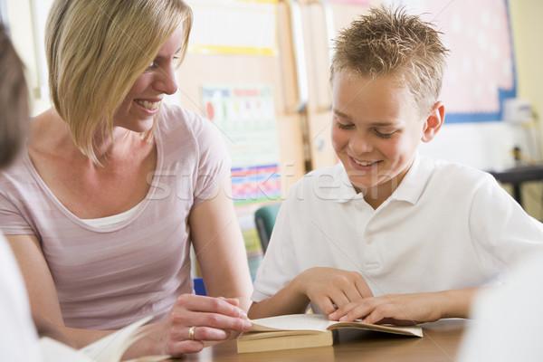 Stockfoto: Schooljongen · leraar · lezing · boek · klasse · vrouw