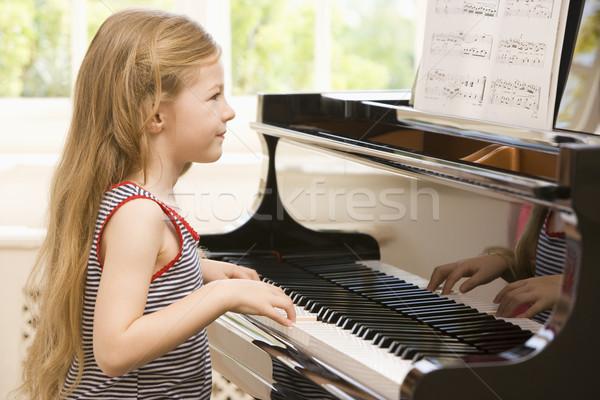 Giovane ragazza giocare piano bambino ragazzo lettura Foto d'archivio © monkey_business