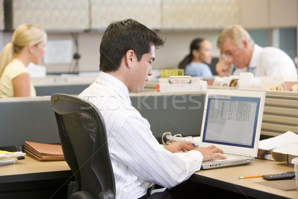 Zakenman met behulp van laptop kantoor man werk Stockfoto © monkey_business