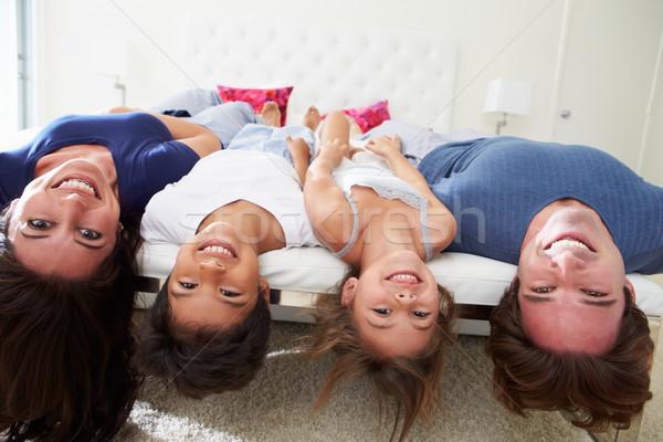 Rodziny do góry nogami bed piżama wraz dziewczyna Zdjęcia stock © monkey_business