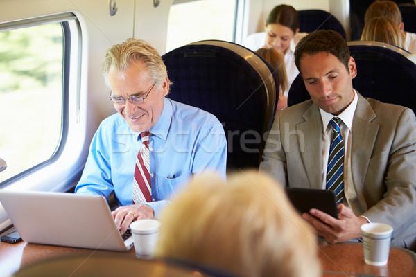 Zakenman woon-werkverkeer werk trein met behulp van laptop vrouwen Stockfoto © monkey_business