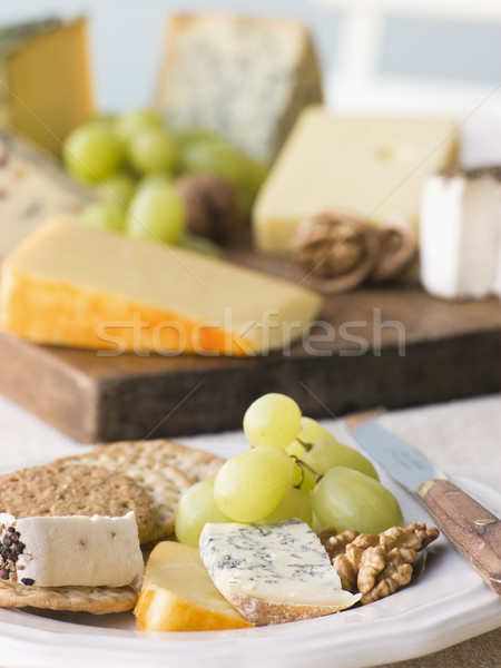 Plaque fromages biscuits bord couteau raisins Photo stock © monkey_business