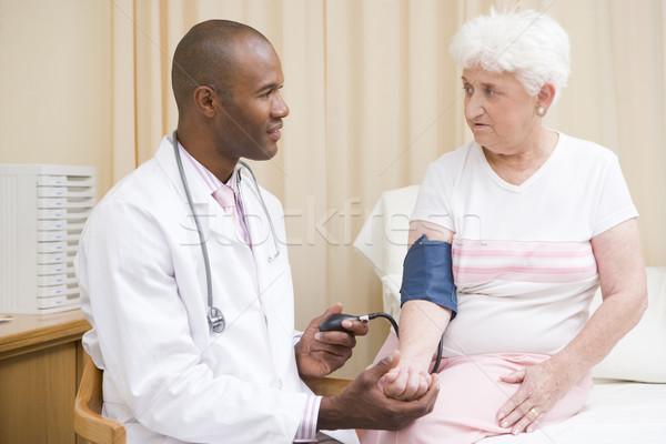 Medico pressione sanguigna esame stanza donna felice Foto d'archivio © monkey_business
