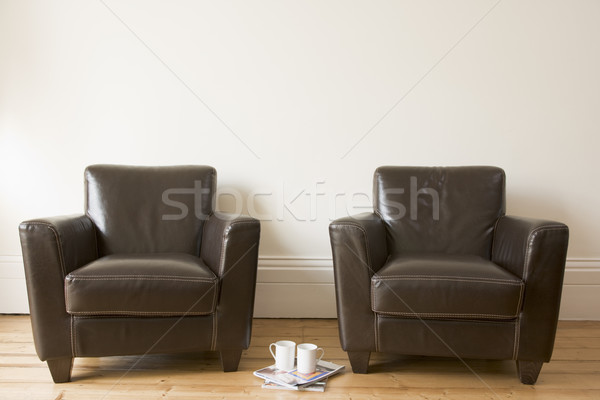 Photo stock: Deux · chaises · tasse · de · café · magazines · café · maison