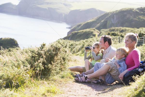 Сток-фото: семьи · пути · бинокль · улыбаясь · счастливым · океана
