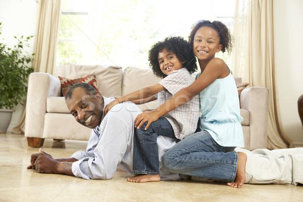 Grand-père jouer petits enfants maison heureux enfant Photo stock © monkey_business