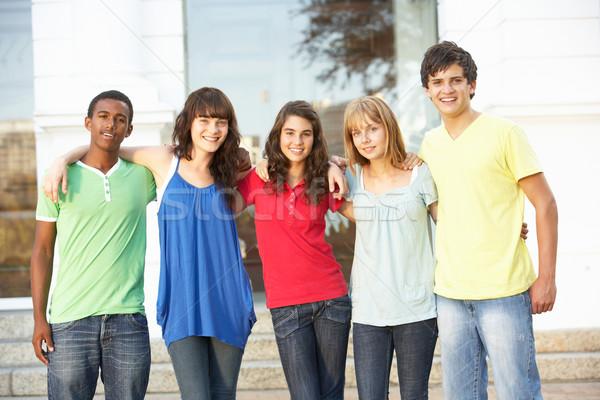 Csoport tini diákok áll kívül főiskola Stock fotó © monkey_business