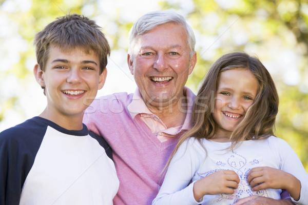 Foto stock: Abuelo · riendo · nietos · familia · nina · hombre
