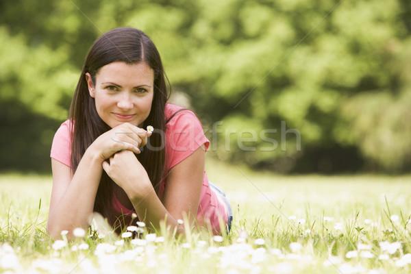 Stockfoto: Vrouw · buitenshuis · bloem · glimlachende · vrouw · glimlachend · gelukkig