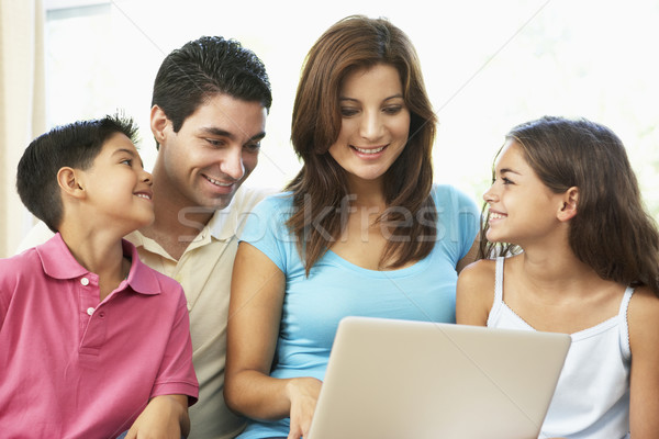 Stockfoto: Familie · vergadering · sofa · home · laptop · computer