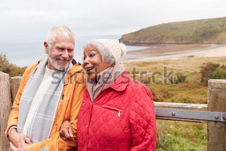 Paar lopen zand warme kleding Stockfoto © monkey_business