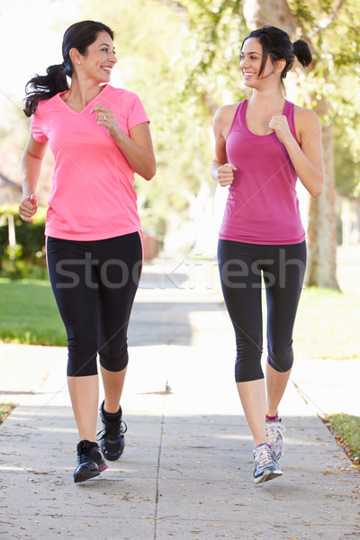 Doua femeie runners suburban stradă Imagine de stoc © monkey_business