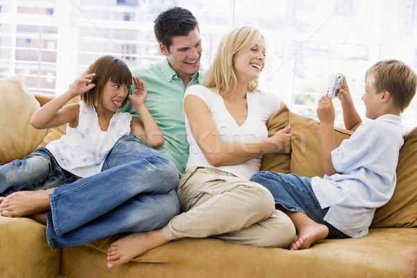Photo stock: Famille · séance · salon · appareil · photo · numérique · souriant · fille