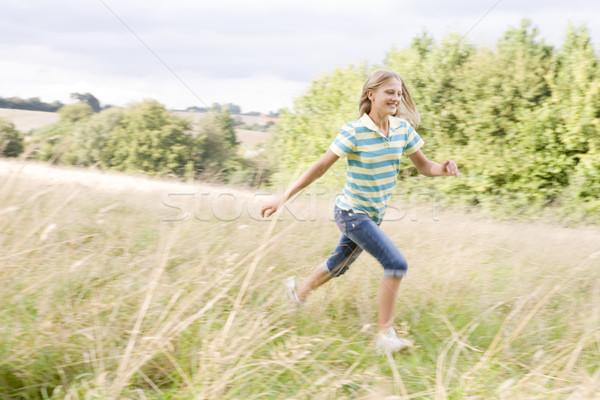 Młoda dziewczyna uruchomiony dziedzinie uśmiechnięty uśmiech dzieci Zdjęcia stock © monkey_business