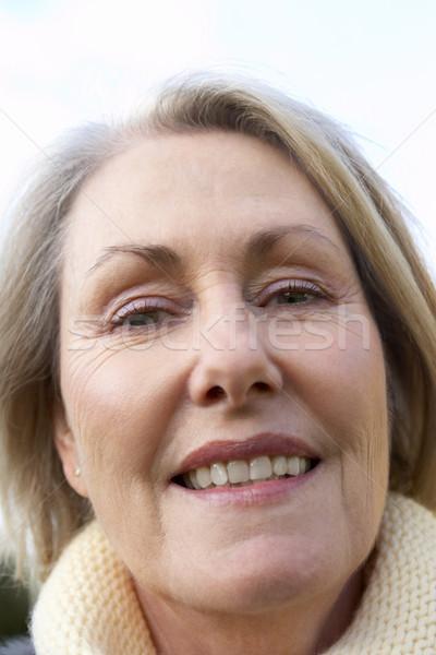 Foto d'archivio: Senior · donna · sorridente · fotocamera · faccia · felice · ritratto