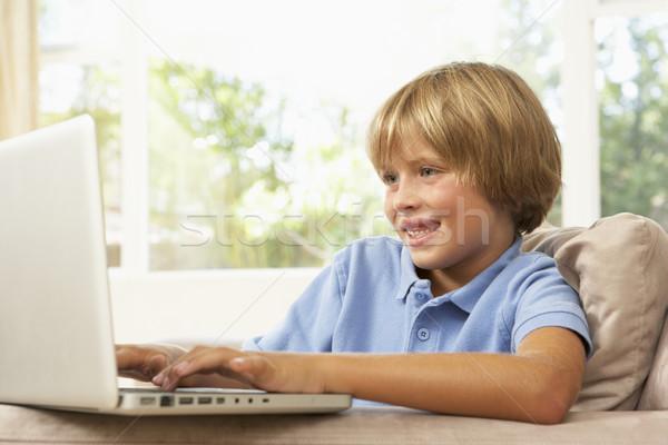 Stockfoto: Jong · meisje · met · behulp · van · laptop · home · meisje · kinderen · gelukkig