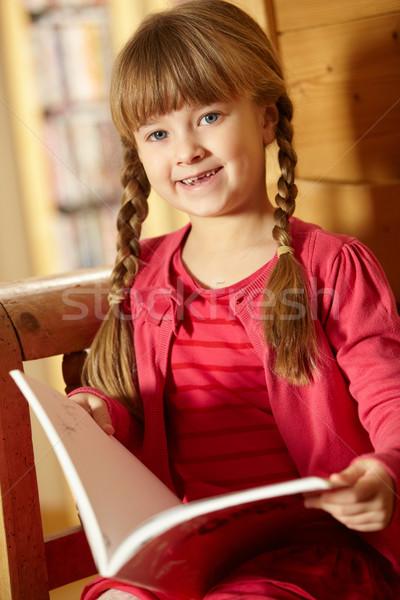 Genç kız oturma ahşap koltuk okuma kitap Stok fotoğraf © monkey_business
