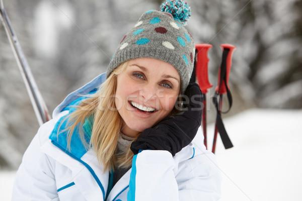 Zdjęcia stock: Narciarskie · wakacje · góry · kobieta · szczęśliwy