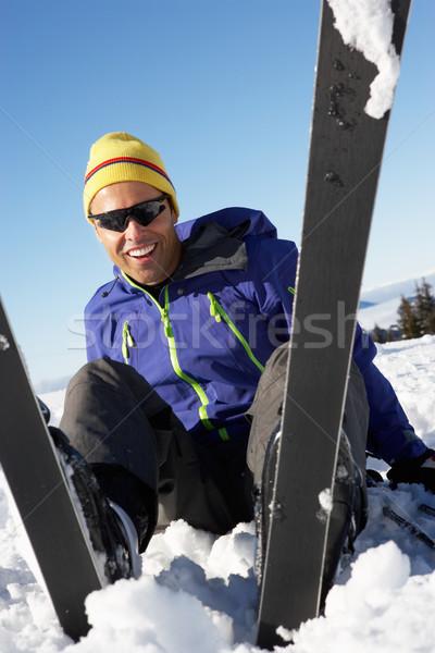 Stockfoto: Mannelijke · skiër · vergadering · sneeuw · vallen · gelukkig
