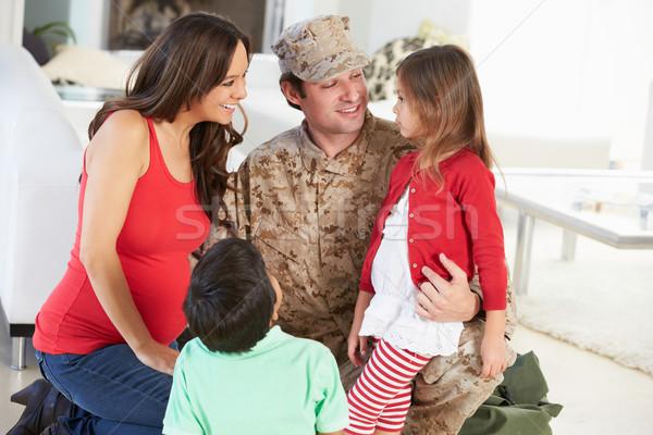 Rodziny powitanie wojskowych ojciec domu Zdjęcia stock © monkey_business