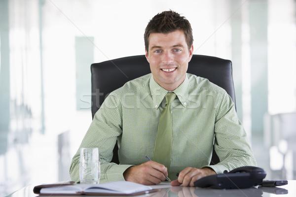 Stock fotó: üzletember · ül · iroda · személyes · szervező · mosolyog