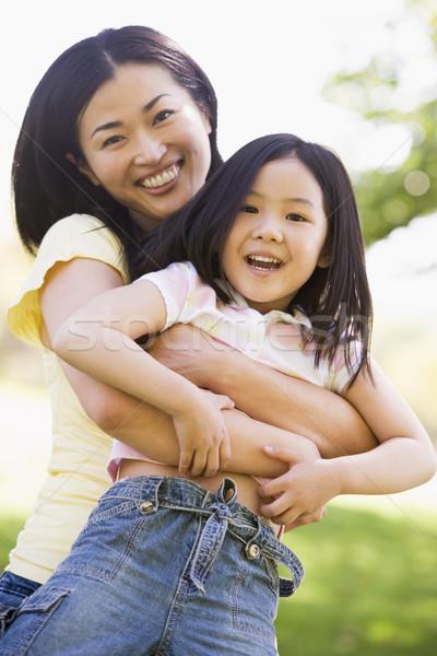 Stock fotó: Nő · fiatal · lány · kint · átkarol · mosolygó · nő · mosolyog