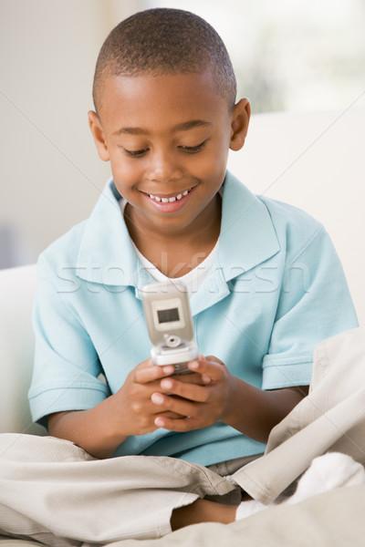 Сток-фото: гостиной · сотовый · телефон · улыбаясь · детей · ребенка