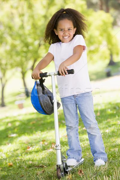 Stock foto: Junge · Mädchen · Freien · Roller · lächelnd · Kinder · Kind
