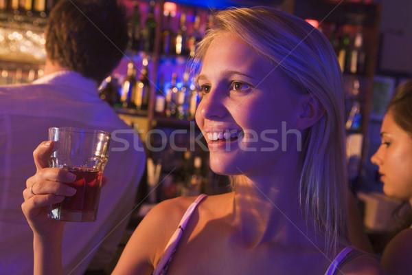 Stok fotoğraf: Genç · kadın · içme · gece · kulübü · kadın · mutlu · cam