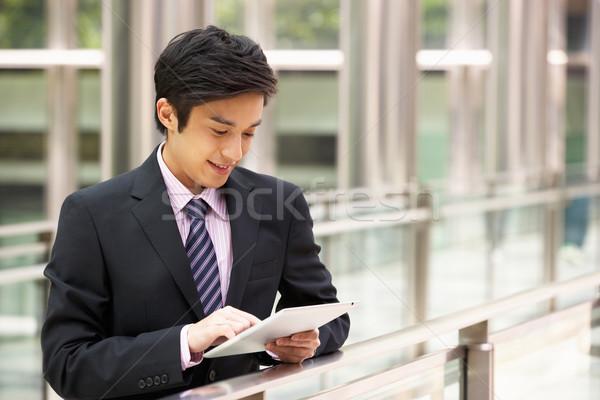 Cinese imprenditore lavoro fuori ufficio Foto d'archivio © monkey_business