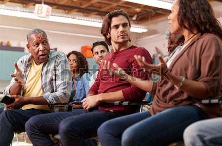 Сток-фото: учитель · помогают · мужчины · изучения · столе · классе