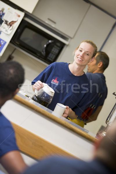 Brandweerlieden ontspannen personeel keuken vrouw koffie Stockfoto © monkey_business