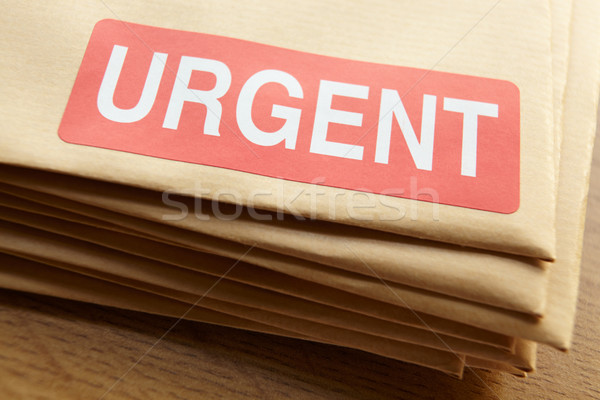 Urgent documents affaires table mail étiquette Photo stock © monkey_business