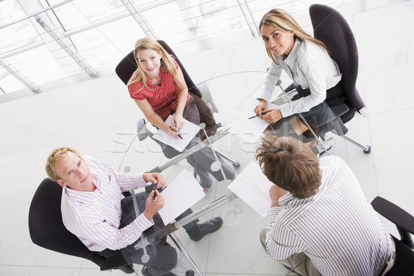 Photo stock: Quatre · gens · d'affaires · boardroom · paperasserie · souriant · affaires