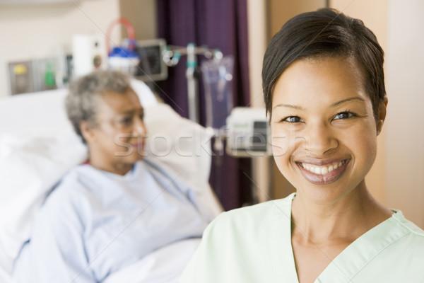 Enfermera pie habitación mujeres salud hospital Foto stock © monkey_business