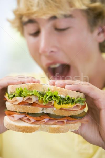 Manger sandwich cuisine garçon adolescent Photo stock © monkey_business