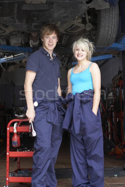 Mécanicien apprenti travail voiture homme jeunes Photo stock © monkey_business