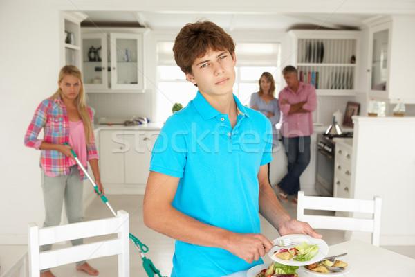 Adolescentes não trabalhos domésticos família menina Foto stock © monkey_business