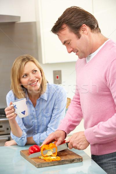 Volwassen paar maaltijd huiselijk keuken tabel Stockfoto © monkey_business