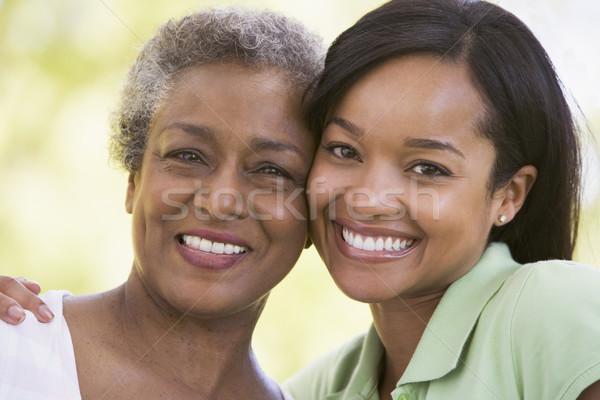 Twee vrouwen buitenshuis glimlachend liefde kind veld Stockfoto © monkey_business