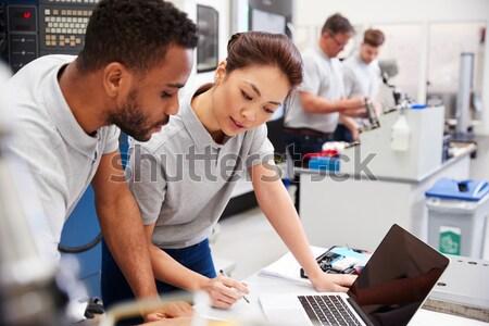 Rangée étudier ordinateur fille technologie Photo stock © monkey_business