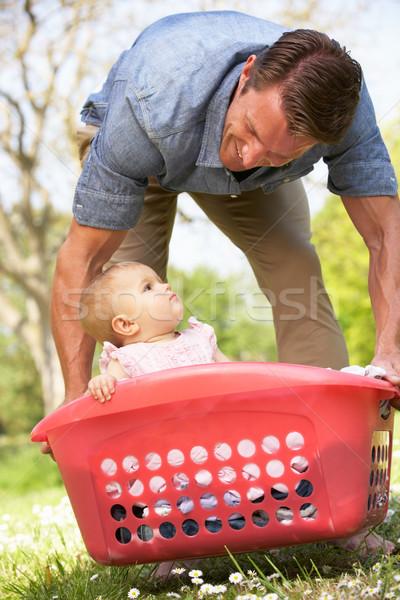 Père séance panier à linge fille Photo stock © monkey_business
