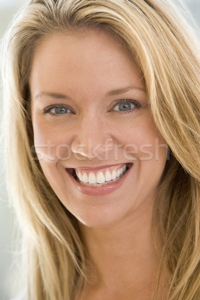 Tête coup femme souriante portrait souriant belle Photo stock © monkey_business